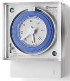 12.31.8.230.0000   123182300000   Механическое суточное реле времени; 1 перекидной контакт 16А (~ 230В AC) установка на лицевую панель